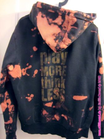 "Hoodie ""Play more,think less!"""
