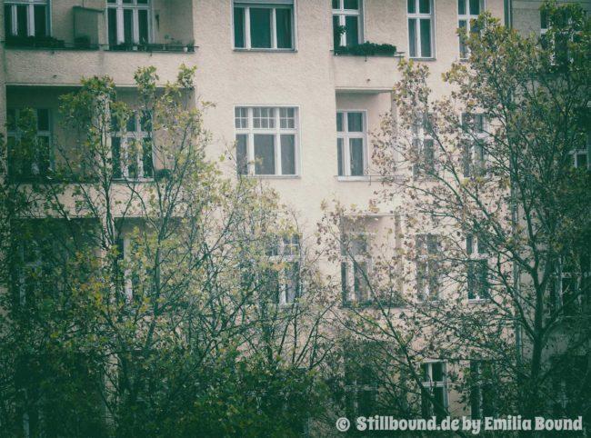 Foto von Berliner Hausfassade im Winter
